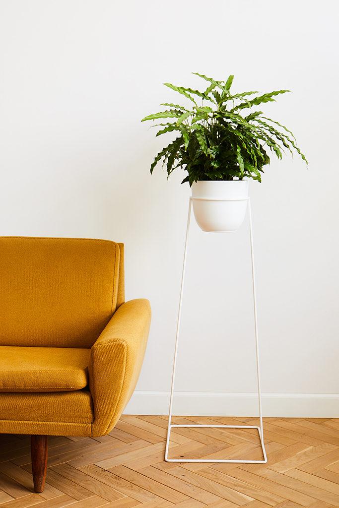 biały kwietnik, kwietnik pod rośliny, stabilny kwietnik, kwietnik metalowy, kwietnik na kwiaty, kwietnik do salonu, kwietnik na korytarz, kwietnik na balkon