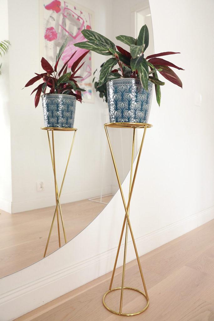 kwietnik złoty, kwietnik smukły, kwietnik na donicę z postawią, złota podstawka pod roślinę, elegancki kwietnik