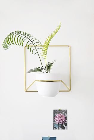 kwietnik złoty, złoty kwietnik na kwiaty, złoty detal do mieszkania, złota ozdoba na ścianę, gold , kwietnik naścienny