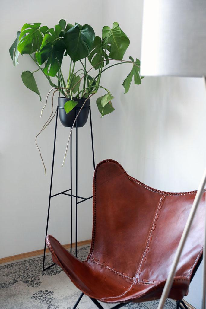 kwietnik stojący, kwietnik metalowy, podstawka z metalu, podstawka pod rośliny, czarny kwietnik, kwietnik na wysoką roślinę, idealny kwietnik do kuchni, kwietnik do łazienki