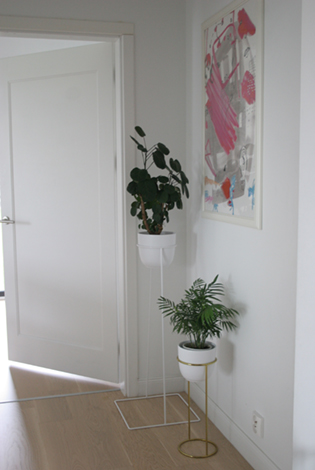 kwietnik na korytarz, smukły kwietnik, zestaw kwietników