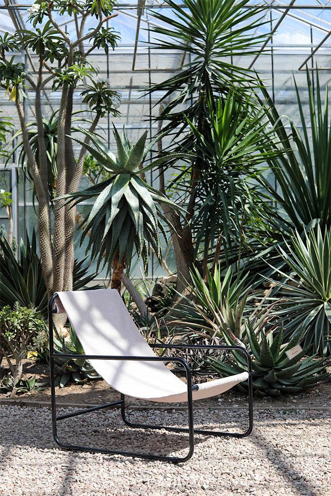 alternatywny fotel, uniwersalny mebel, metalowa rama siedziska, fotel do odpoczynkiu