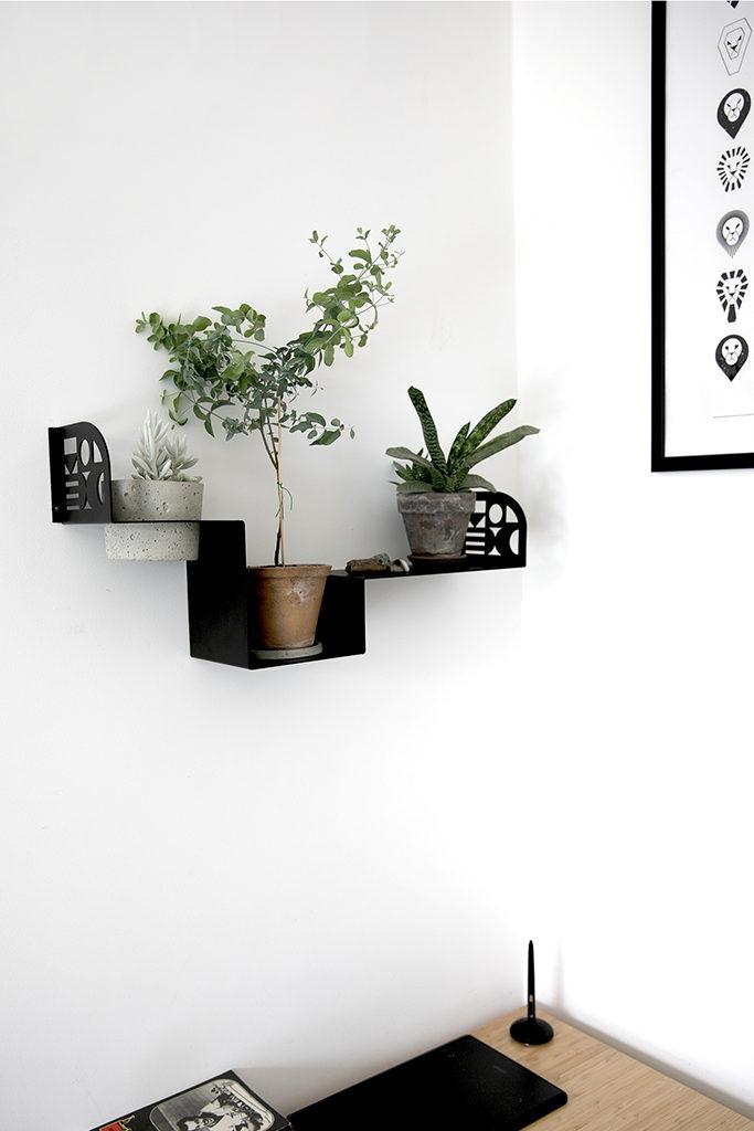 półka na przybory, półka na drobiazgi, półka przy biurku,